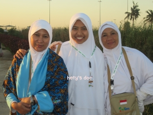 With the angels, Tante Wulan dan Tante Ratna